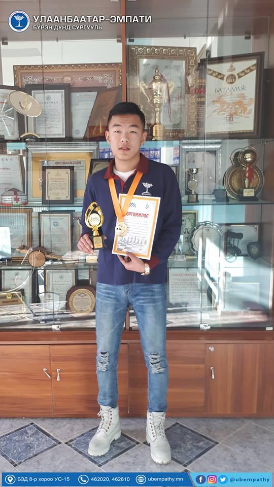 """12А ангийн сурагч О.Чингүүн оюун ухаан, авьяас чадвараа дайчлан амжилттай оролцож """"Тэргүүн байр"""" эзэллээ."""